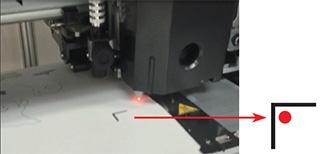 Posicione a luz vermelha do sensor dentro da marca de registro.
